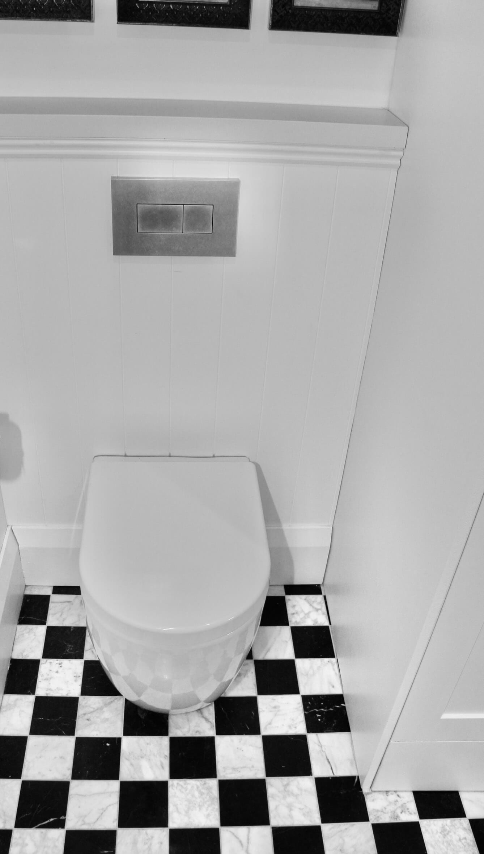 KBDi_Mark Greenleaf_Toilet_Portrait_2